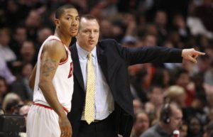 Bulls-coach-Thibodeau-talks-with-Rose-in-Chicago