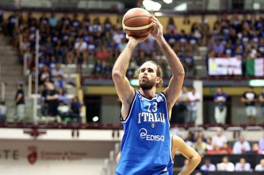 Gigi Datome con la maglia della nazionale italiana.