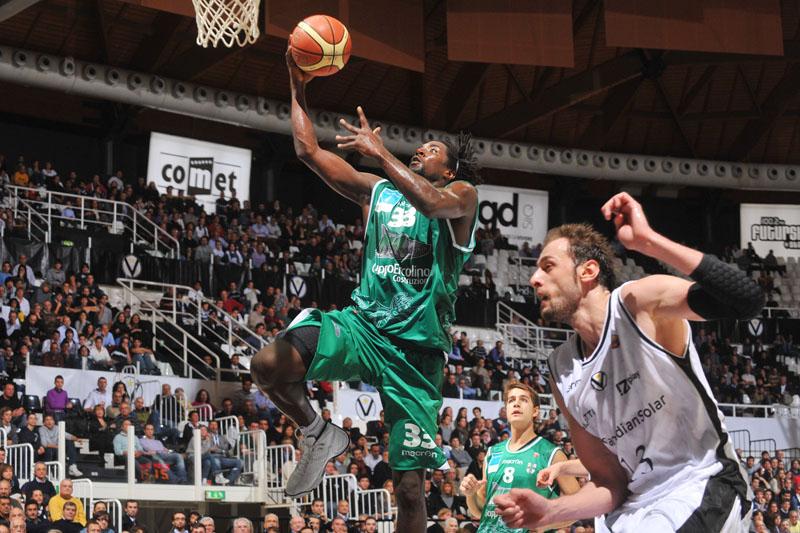 Omar Thomas ai tempi dell'Air Avellino, nella stagione 2010/2011