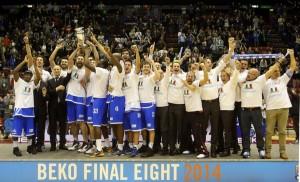 La Dinamo alza la Coppa (notizie.tiscali.it)