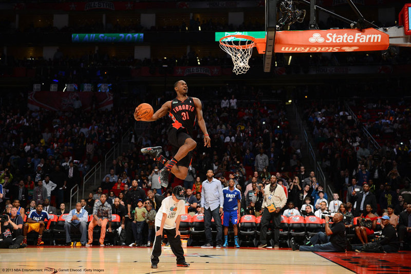 NBA-Events-NBA-All-Star-Game-2014-Salm-Dunk-Contest-Terrence-Ross-Jumping-Over-Kid