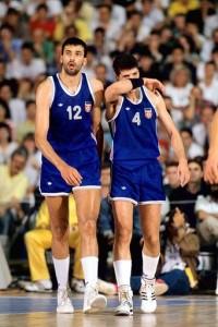 Divac e Petrovic con la maglia della nazionale jugoslava