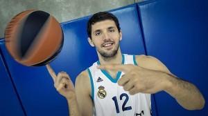 Nikola Mirotic si è fatto male in uno scontro con Zaza Pachulia.