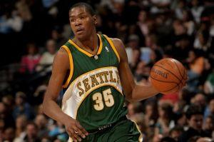 Kevin Durant non ha sempre giocato per OKC: eccolo con la maglia dei SuperSonics.