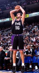 Peja Stojakovic, la sua maglia n.16 è stata ritirata dai Sacramento Kings.