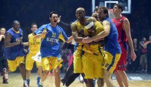 I giocatori del Maccabi in festa dopo la vittoria contro il CSKA