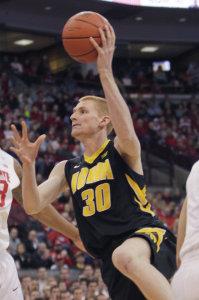 Aaron White, ex-Iowa, miglior giocatore stasera per Bonn