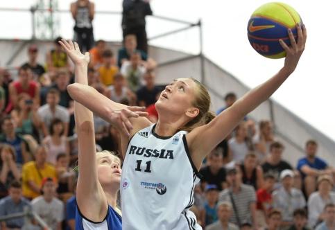 A. Logunova in azione con la divisa della nazionale