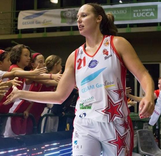 K. Pedersen saluta le giovani tifose de Le Mura Basket