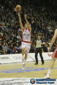 Mussini con la maglia di Reggio Emilia: l'esperienza con il club reggiano lo ha reso prontissimo per il Basket collegiale americano.