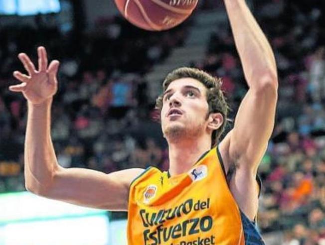Guillem Vives, suoi i liberi decisivi per la vittoria del Valencia Basket.