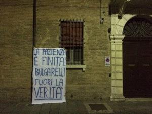 Lo striscione di protesta di alcuni tifosi ferraresi (basketinside.com).