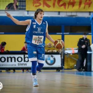 Andrea Traini ritorna ufficialmente a Recanati (basketrecanati.it).