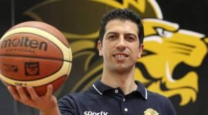 Il coach Antimo Martino ha rinnovato ufficialmente il suo contratto con il Basket Ravenna (ilrestodelcarlino.it).