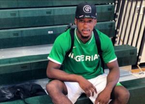 Jamal Olasewere con la maglia della Nazionale nigeriana (brooklyneagle.com).