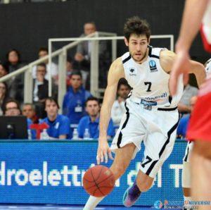 Davide Pascolo è il protagonista del primo quarto con ben 13 punti segnati