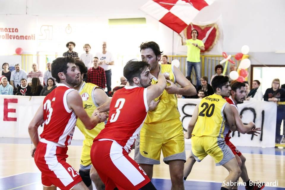 Uno scatto della semifinale tra Pesaro e Varese Foto di Sabrina Brignardi