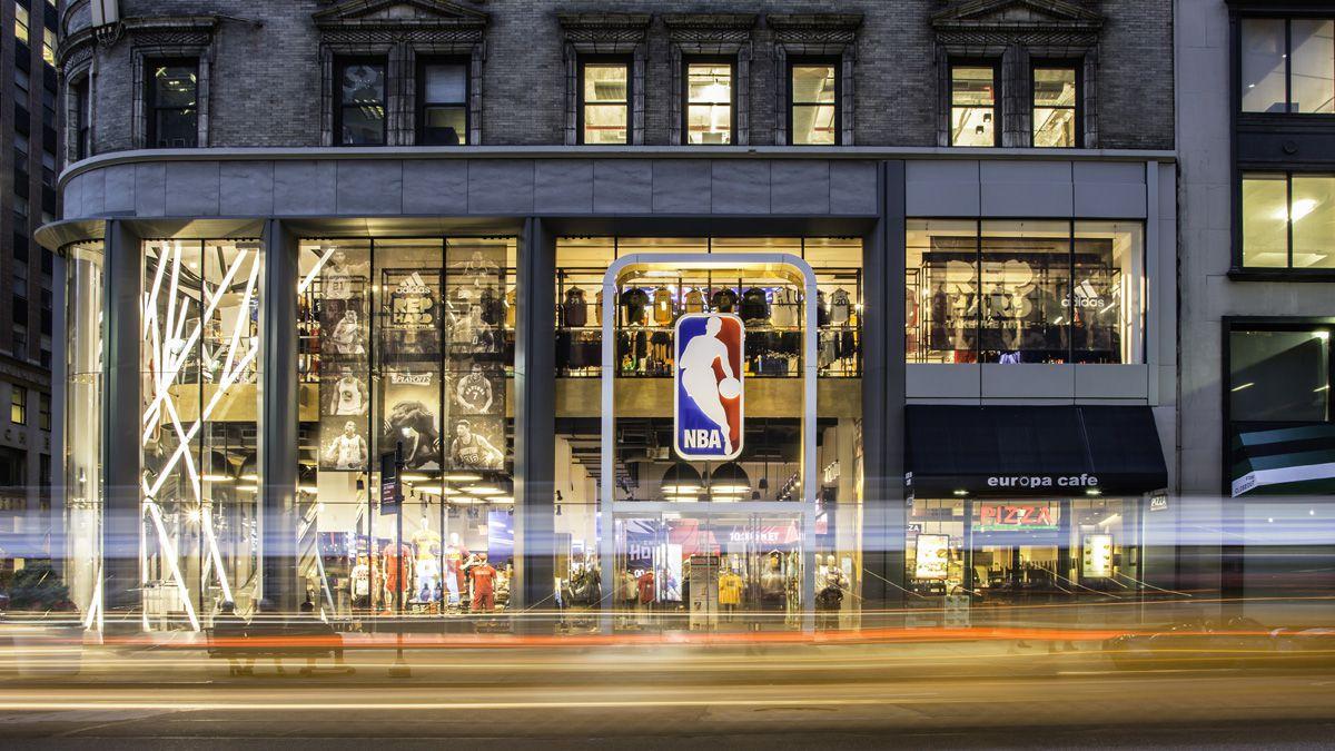 Milano diventa la capitale europea del basket USA  il primo NBA store verrà  aperto vicino al Duomo 531aaa333a2e
