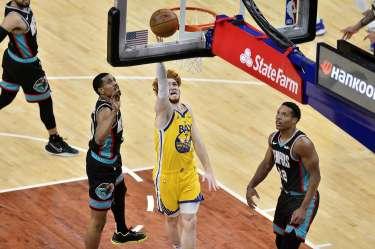 Nico Mannion si trova molto bene con Curry in NBA.