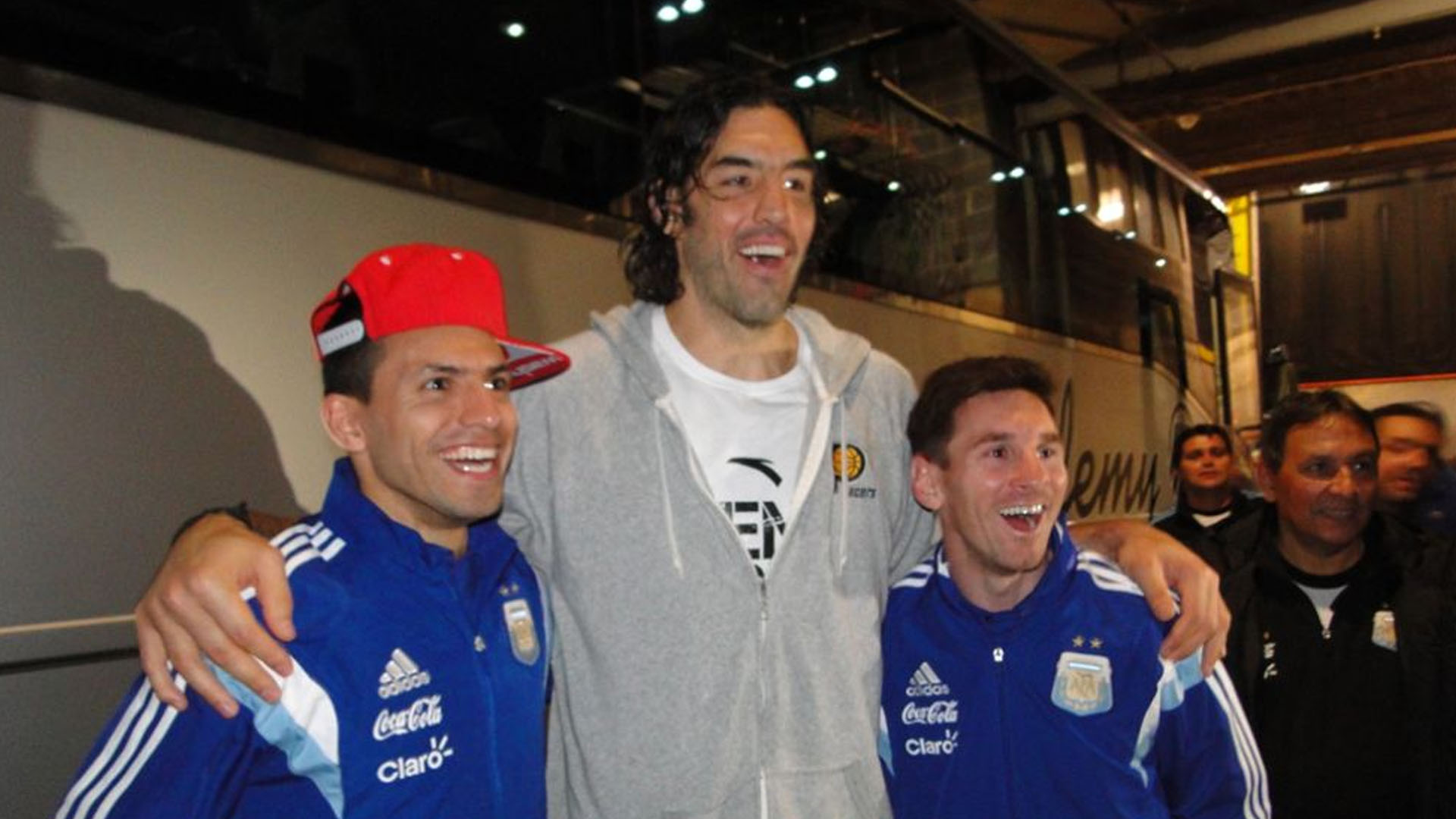 Luis Scola Lionel Messi