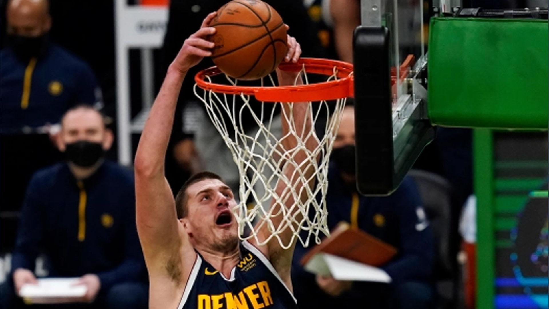 NBA Nikola Jokic schiacciare